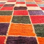 Flauschiger bunter Teppich