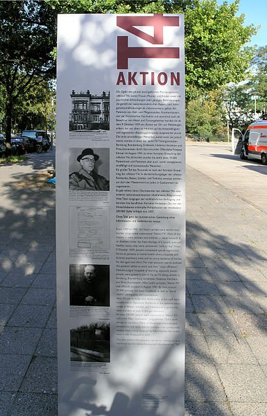 Gedenktafel an der Tiergartenstraße 4 in Berlin - einer der zentralen Planungsorte der Aktion T4 - cc copyright by Wikipedia