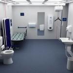 geräumige Toilette mit Liege und Lifter