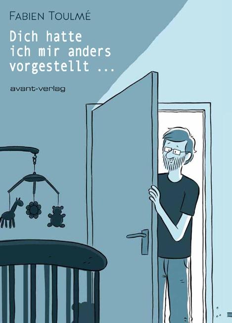 Buchcover: Fabien schaut durch die Tür aufs Babybett